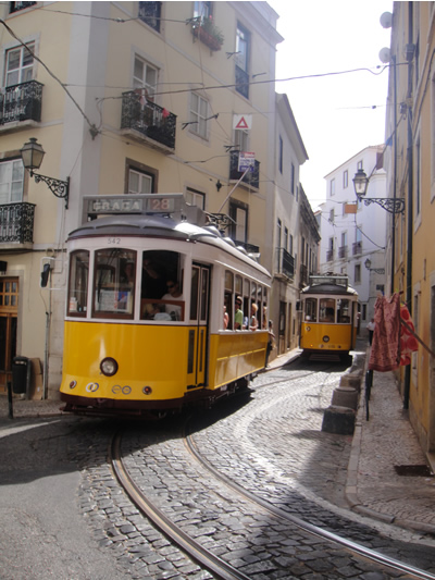 Fully packed Tram 28 2018 Lisbon RED or GREEN TRAM best stops