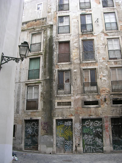 Alfama history old houses