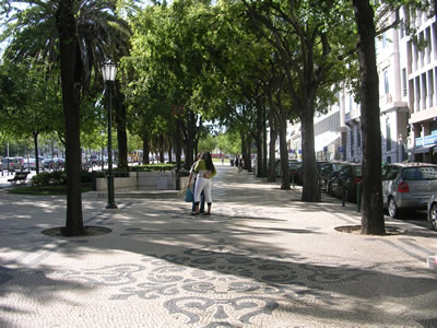 Lisbon shopping Avenida da Liberdade pedestrial center kiss