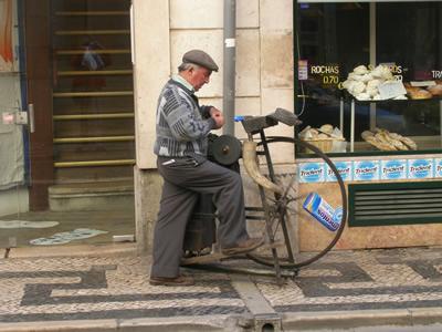 Lisbon Baixa scissors-grinder