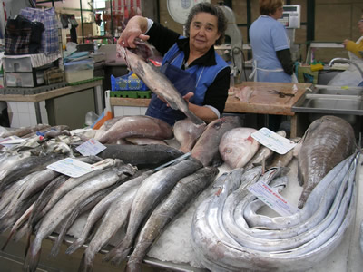 Lisbon Shopping: Mercado do Arroios fresh food & fish market