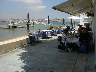 Lisbon Restaurant Attire te ao Rio Almada