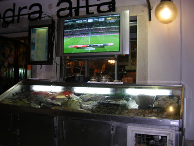 Eating & drinking Portugal displays and football