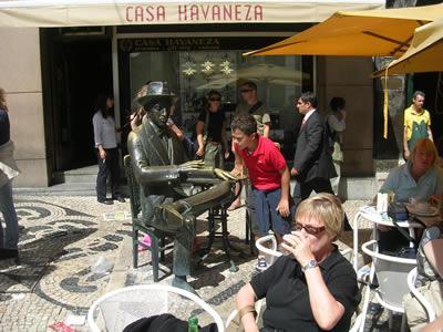 Pessoa statue Cafe A Brasileira tourists