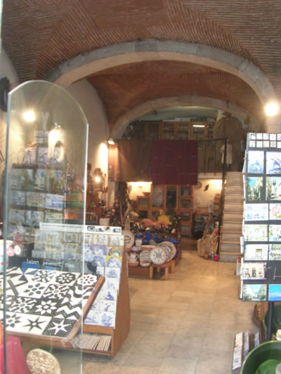 Portuguese traditional handicraft shop Santos Oficios inside2