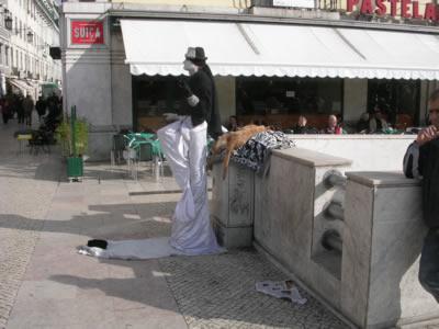 Lisbon Suica Pastelaria street performance living statue
