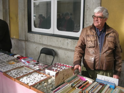 Lisbon Flea market Praca do Comercio saturday3 coins Joao