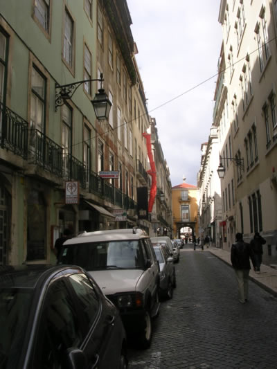 Rua dos Sapateiros Lisbon: cheap traditional cafes, restaurants & peep shows street