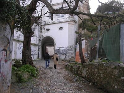 Walking around Bairro Castelo entrance Largo de Menino Deus