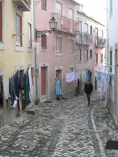 Lisbon Bairro Castelo Rua do Espirito Santo3 laundry
