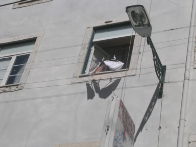 Lisbon hanging laundry Pensao Flor1