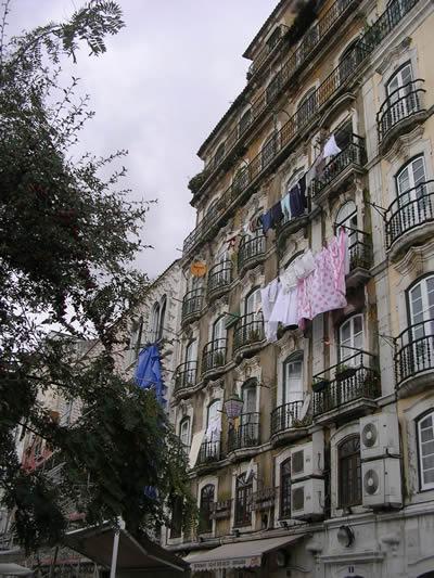 Lisbon laundry Rua dos Bacalhoeiros near Alfama