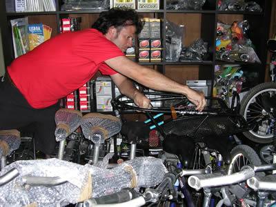 Linbon bike rental bikeiberia owner Didier at work