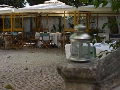 Lisbon Clube de Jornalistas Restaurant inner-garden