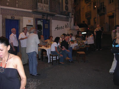 Lisbon Santo Antonio Mouraria june 09 Largo do Terreirinho bar restaurant Anos 60 1