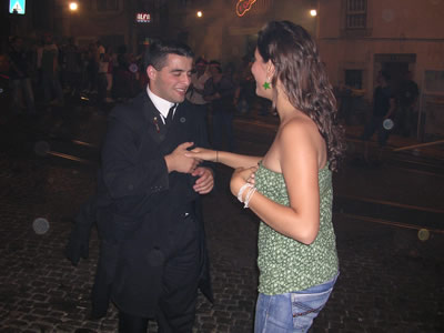 Santo Antonio Mouraria june 09 Largo do Terreirinho dancing1