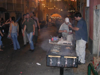 Lisbon Santo Antonio Mouraria june 09 Largo do Terreirinho sardines9