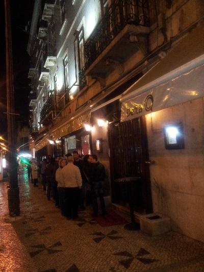 Ramiro seefood restaurant people waiting outside