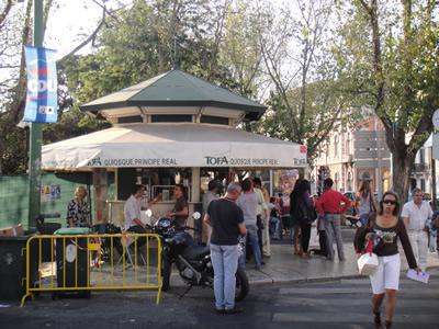 Kiosks in Lisbon drinks Principe Real2