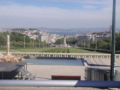 Lisbon sightseeing the yellow double decker 4