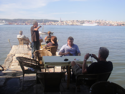 Arjen en Hans Ponto Final Cacilhas Lisbon sept 09