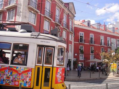 Largo do Portas do Sol Lisbon tram 28