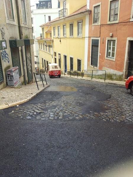 Tuk Tuk Lisbon Tuk Tuk Mouraria Rua do Terreirinho sept 14