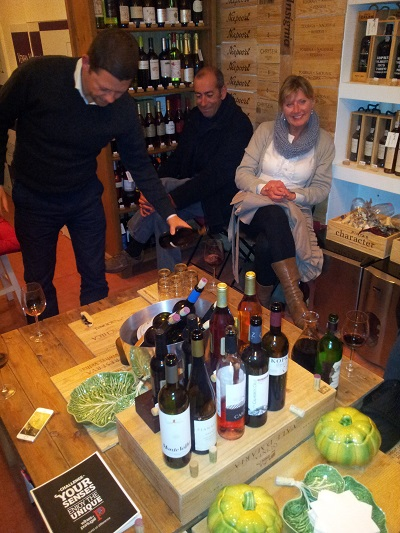 Lisbon wine shop Bairro Alto Venha Vinho Francisco & participants wine tasting 3