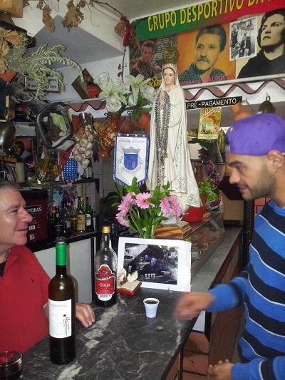 Lisbon Mouraria tiny tavern Os Amigos da Severa Ginja liqueur April15 2
