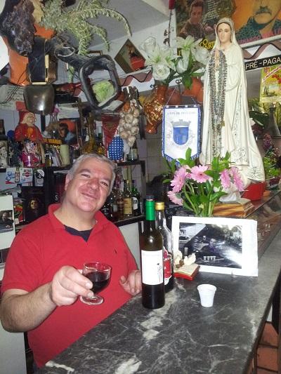 Lisbon Mouraria tiny tavern Os Amigos da Severa owner sr. Antonio Pais May15