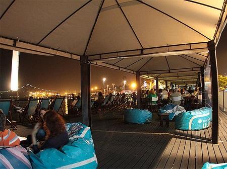 Lisbon terrace Cariocas do Rio near the river Tagus at night foto by Armazem F 2