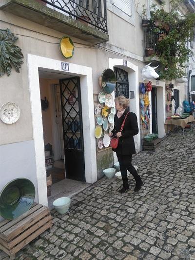 Fleamarket Feira da Ladra Lisbon ceramic shop Jan. 2017 & Loes Broere