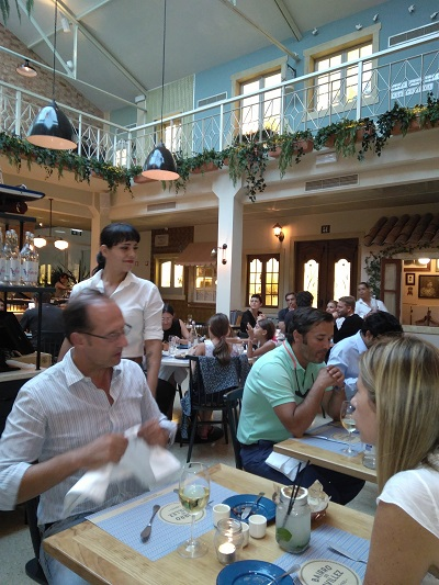 restaurant-bairro-do-avillez-lisbon-wonderful-pateo-typical-lisbon-neighborhood